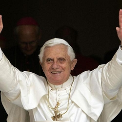 Varios grupos católicos apoyan al Papa ante su posible reprobación por el Parlamento español