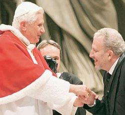 Benedicto XVI recibe a los iniciadores del Camino Neocatecumenal para tratar la nueva evangelización