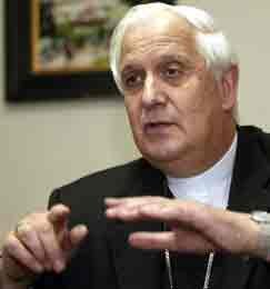 El presidente del episcopado chileno advierte de que la banalización de la sexualidad fomenta el uso de la píldora del día después
