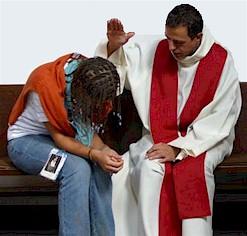 Los jóvenes católicos responden muy bien cuando se les ofrece el sacramento de la confesión
