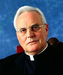 El cardenal Amigo considera un «entretenimiento absurdo» la ley sobre la «muerte digna» del gobierno andaluz