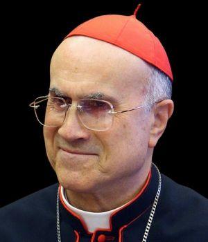 Cardenal Bertone: «El nuevo Papa debe llevar con mano firme el timón de la Iglesia»