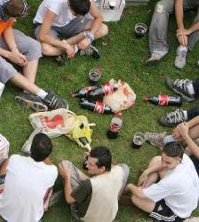 Los jóvenes españoles conocen los peligros de las drogas pero las consumen por sus «beneficios sociales»