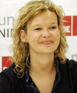 La ministra Leire Pajín quiere acabar con los orfanatos en España