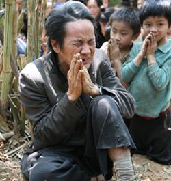 Laos: Expulsan a un matrimonio de su pueblo por convertirse al cristianismo