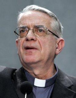 El P. Lombardi desmiente que el Papa piense renunciar cuando cumpla 85 años