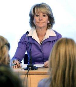 Esperanza Aguirre pide a los profesores de los colegios católicos que transmitan los valores cristianos