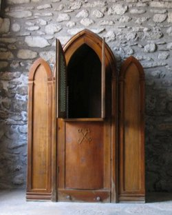 El gobierno irlandés pretende legislar para imponer la violación del secreto de confesión a los sacerdotes