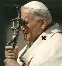 El Cardenal Amato recuerda que para la canonización de Juan Pablo II hace falta otro milagro