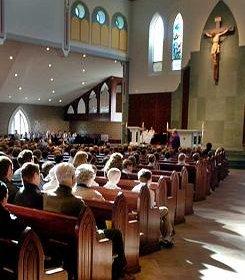 Más de la mitad de los españoles que se declaran católicos no van casi nunca a misa