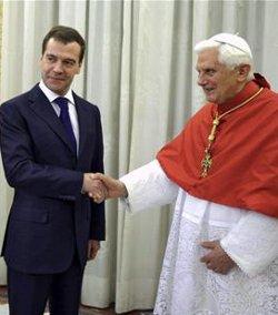 Rusia y el Vaticano establecen relaciones diplomáticas al más alto nivel
