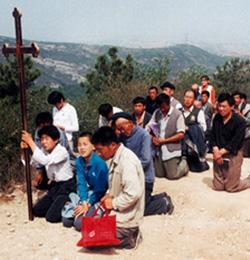 Peregrinaciones masivas de católicos chinos a santuarios marianos de su país