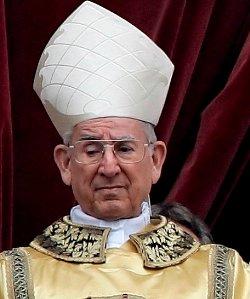 Sustituyen al cardenal Castrillón como oficiante de una misa en honor de Benedicto XVI