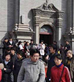 Un grupo de ciegos y sordomudos peregrinan al santuario mariano de Xia Men en China