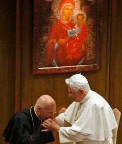 El Papa recuerda ante los obispos italianos que no se debe adecuar el Evangelio al mundo