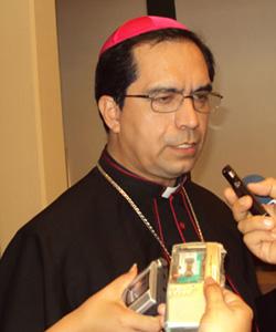 El Arzobispo de San Salvador aplaude el decreto que impide la expulsión de la escuela de las jóvenes embarazadas