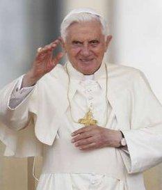 Benedicto XVI: «La familia es un instrumento de salvación para la sociedad»