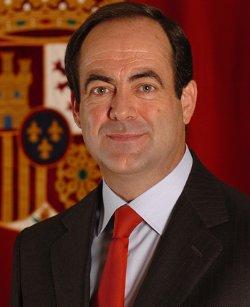 José Bono acude a la Cope para arremeter contra los obispos españoles citando al Papa