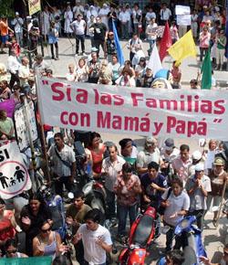 El lobby gay argentino quiere llevar a todo el país la legislación que permite condenar a los defensores de la ley natural