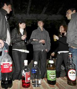 Los adolescentes españoles consumen tanto alcohol como los jóvenes universitarios