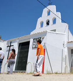 El obispo de Asidonia-Jerez apoya al sacerdote que expulsó de misa a un grupo de fieles