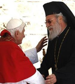 El arzobispo ortodoxo de Chipre aprovecha la visita del Papa para arremeter contra Turquía