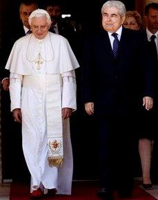 El Papa pide la deconstrucción de las ideologías políticas que quieren suplantar la verdad