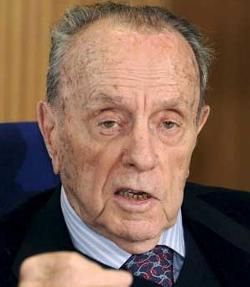 Manuel Fraga asegura no ser partidario de derogar las leyes del aborto y el matrimonio homosexual