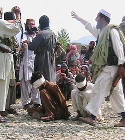 Una turba de musulmanes ataca a una iglesia pentecostal en Pakistán