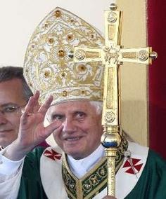 El Papa asegura que la cultura consumista actual aplasta al hombre contra el presente y le hace olvidar el pasado