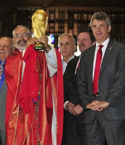 España presentó la Copa del Mundo a la Virgen de Guadalupe
