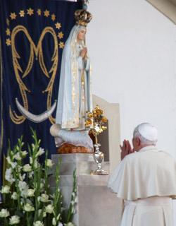 El Papa escribe una oración para la Transmisión mundial del Rosario por la santificación por los sacerdotes