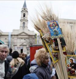 El Cardenal Bergoglio pidió a San Cayetano que proteja la fe de los argentinos