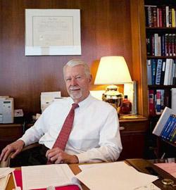 El Juez Walker defiende el matrimonio gay atacando la religión