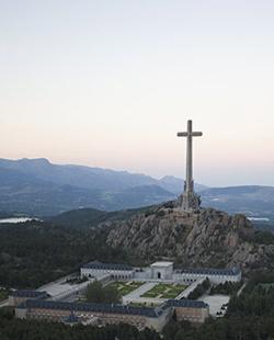 Querella criminal contra el Gobierno por impedir la celebración de una Misa en el Valle de los Caídos