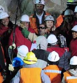 Los mineros chilenos rescatados tras dos meses bajo tierra piden que no despenalice el aborto