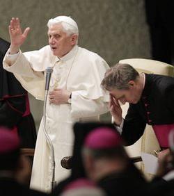 El Papa pide a la prensa católica que promueva la educación de conciencias críticas y cristianas