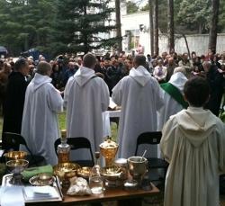 Los monjes benedictinos del Valle de los Caídos se ven obligados a celebrar Misa fuera del recinto