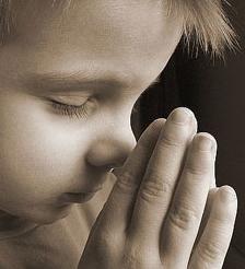 Un grupo de padres denuncian a un colegio católico porque enseña a sus hijos a rezar y a ser castos
