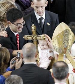 Benedicto XVI: «Todo hombre debe ser tratado con sumo respeto y cariño»