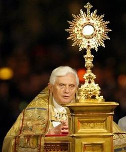 Benedicto XVI asegura que hay una «primavera eucarística» en la Iglesia