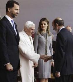 El gobierno español evita responder a las palabras del Papa sobre su laicismo radical