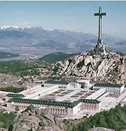 El PSOE propone exhumar los restos de Franco y  Primo de Rivera del Valle de los Caídos