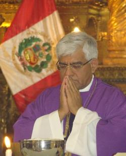 El presidente de la Conferencia Episcopal peruana critica al cardenal Cipriani y le acusa de no ser imparcial ante las elecciones