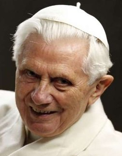 Benedicto XVI: «Os pido que recéis especialmente por los obispos»