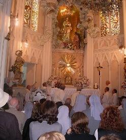 Mons. Gil Hellín instaura la capilla de la Adoración Eucarística Perpetua en Burgos