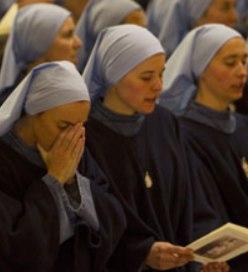 Las religiosas del nuevo instituto Iesu Communio participan en una Misa de acción de gracias en la Catedral de Burgos