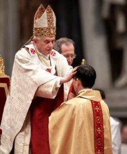 Benedicto XVI afirma que un obispo debe tener la valentía de oponerse a las corrientes del momento
