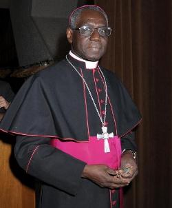 El Cardenal Sarah advierte que Cáritas debe respetar su identidad católica y califica de irreal su nuevo eslogan