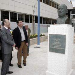 Acto vandálico contra el nuevo busto de Juan Pablo II en Almería